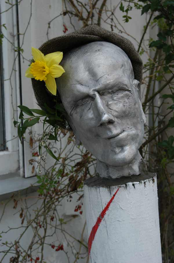 Silver head with a cap and daffodil