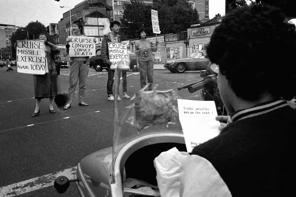 Road protest against cruise missiles, Whitechapel