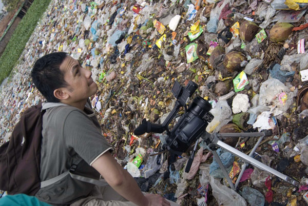 Hazuan filming in Dhaka