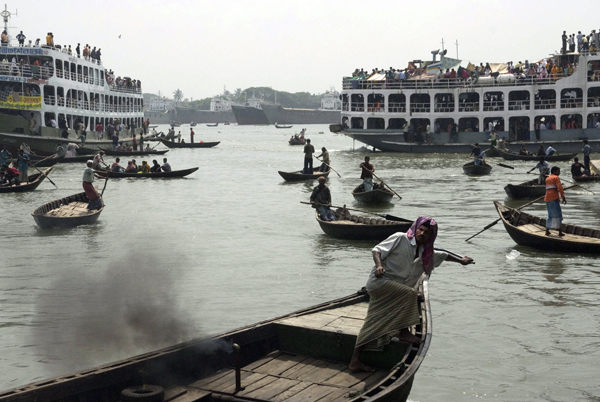 The Buriganga river. Dhaka, Bangladesh 2008
