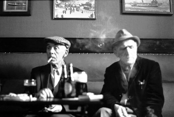 Two men in a Lodge Lane pub. Liverpool 1980 (Bishopsgate Collection)