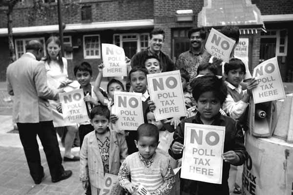 Children with a message. Chicksand estate, Tower Hamlets 1990