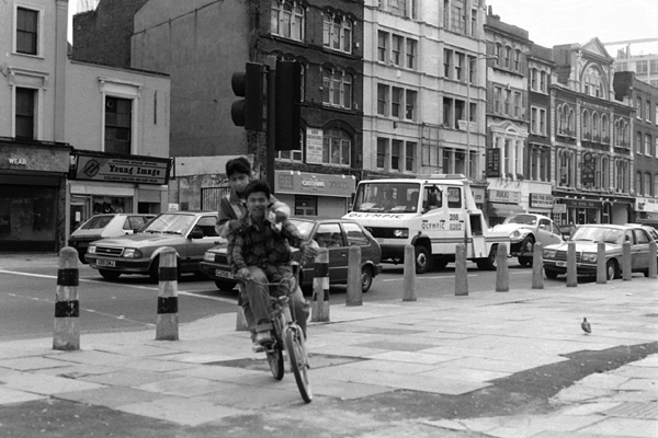 Cyclists on Whitechapel Road, c.1988