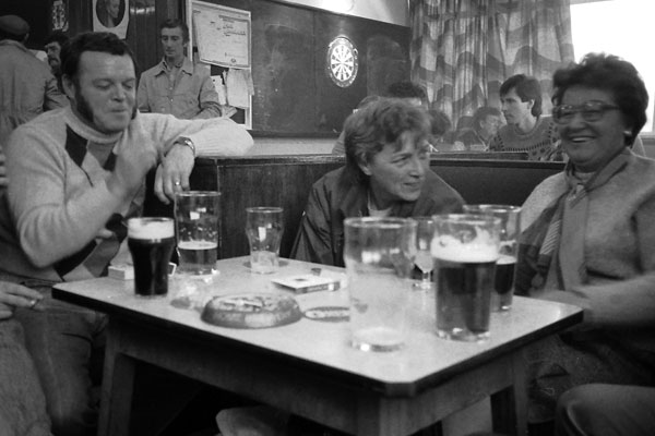 Inside a pub in Kiveton Park (on Strike), 1984
