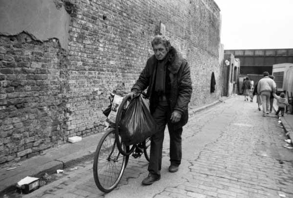 Grimsby Street off Brick Lane c. 1984