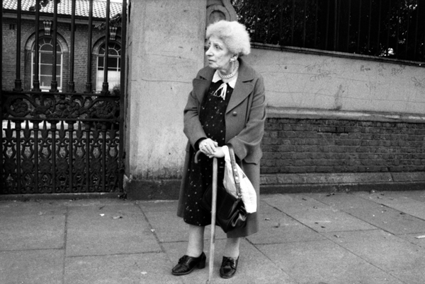 Waiting for a bus, Mile End Road c.1990
