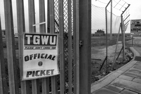T&GWU picket notice. Dockers strike 1990s Liverpool