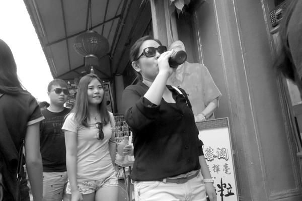 Having a drink, Melaka 2015