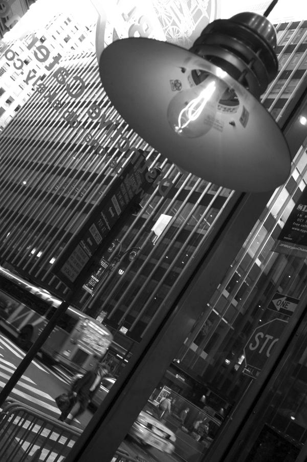 Light. New York 2005.