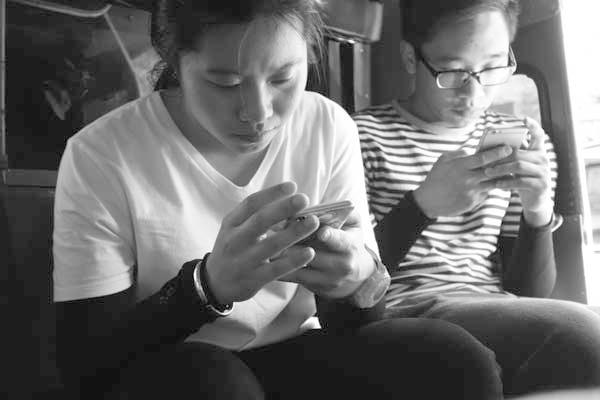 Texting. Chaing Mai, Thailand 2017.
