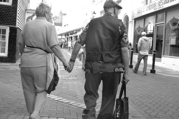 Holding hands. Hastings 2006.