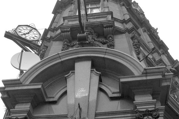 The Vines pub. Lime street Liverpool 2005.