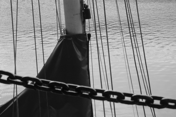 Chain & mast. Albert Dock. Liverpool 2005.