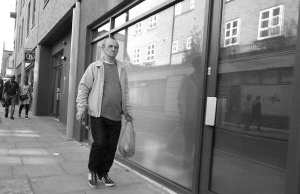 Man with a bag on Cheshire Street. East London 2017.