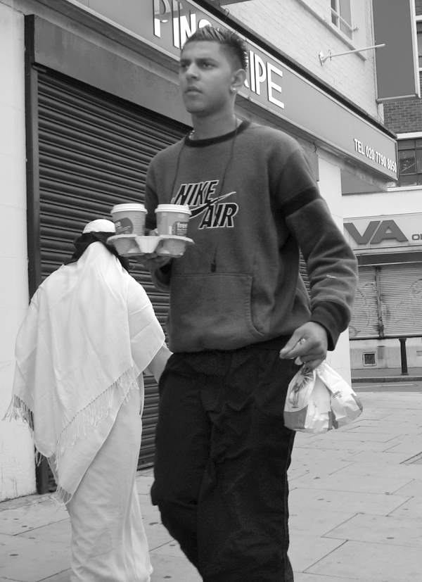 Man with his lunch. Whitechapel Road. East London, August 2008.