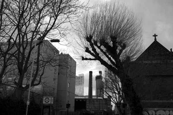 Looking towards the City from Buxton Street. Spitalfields 2017.