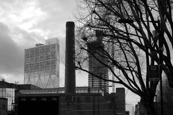 Looking towards the City with a view of the Trumans brewery chimney. Buxton Street. Spitalfields 2017.