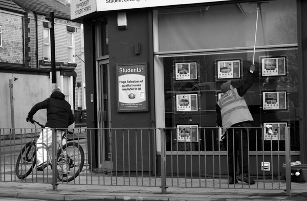 Cyclist & window cleaner on Smithdown Road. Liverpool, February 2018.